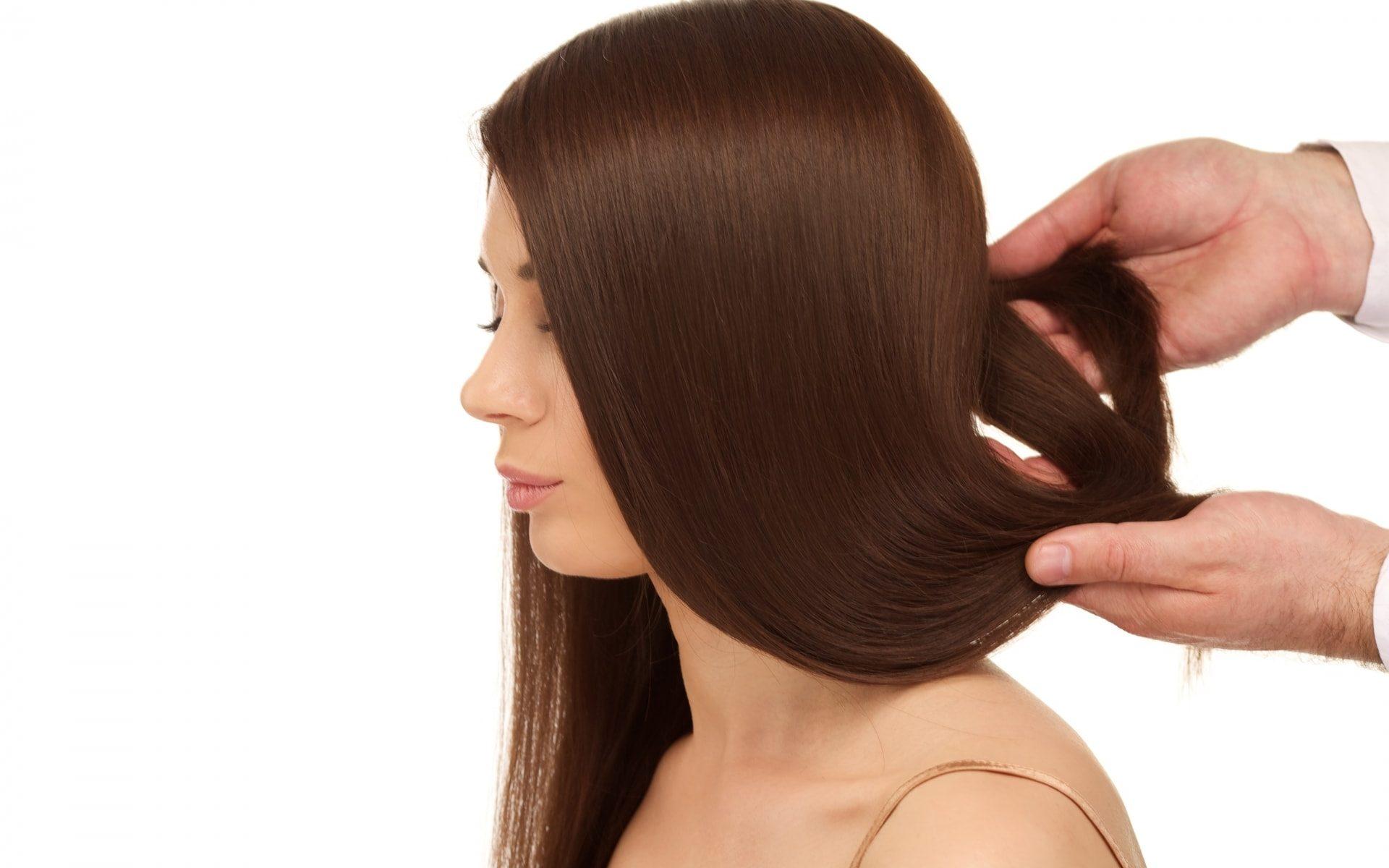 抜け毛が多くなった?女性の薄毛の原因とは?