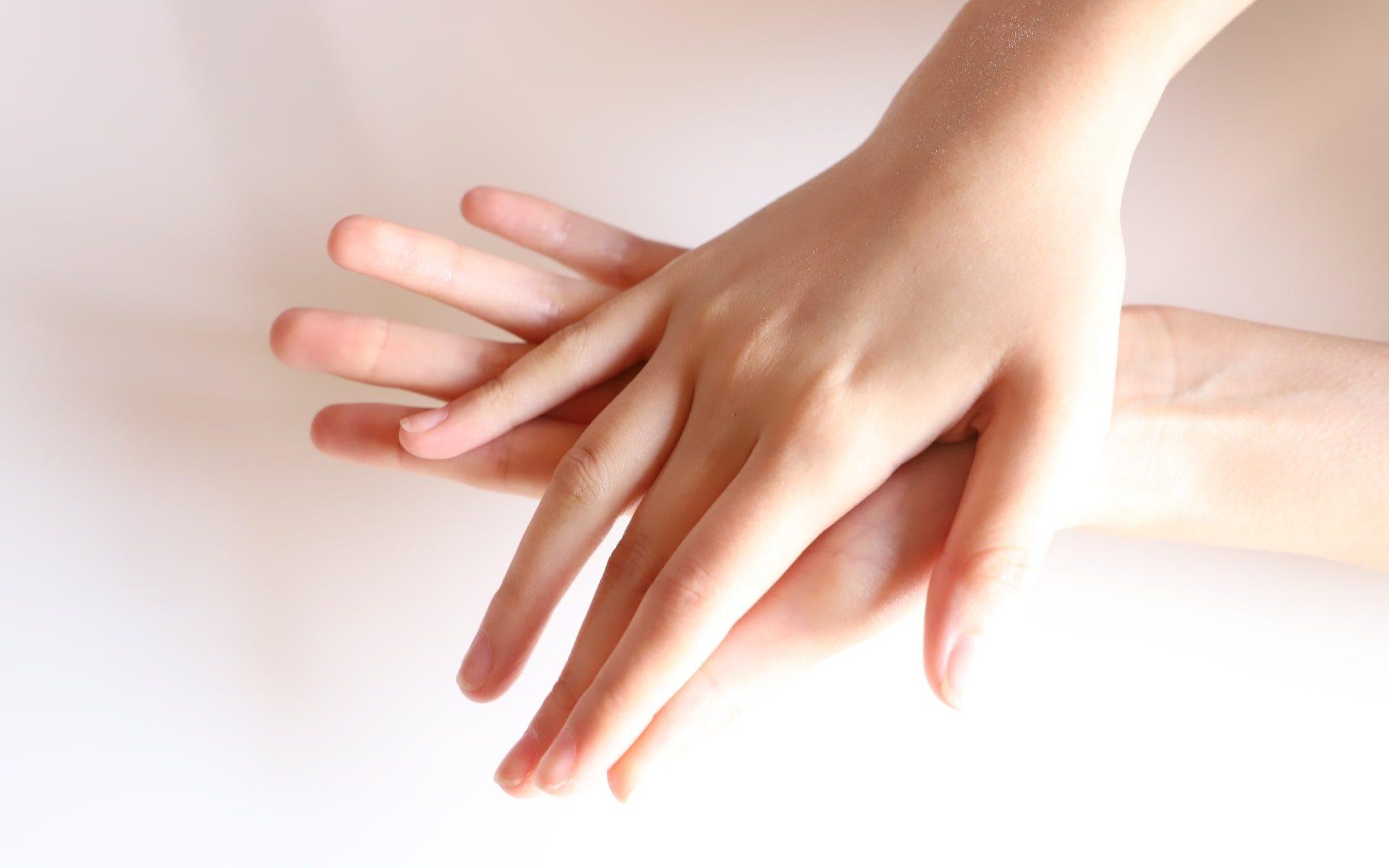 10歳早く歳を取る?手は顔より老化が現れやすい!